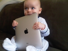 baby-chewing-ipad
